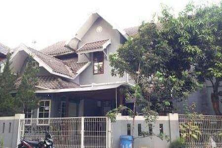 Homestay in Jalan Kaliurang - Ngaglik - Dům