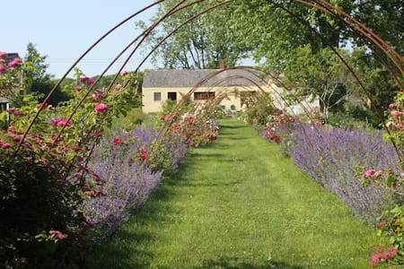 Heartfelt Farm & Gardens, Caledonia - Bed & Breakfast
