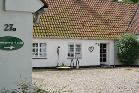 Romantisk gård i smukke omgivelser - Soro - Haus