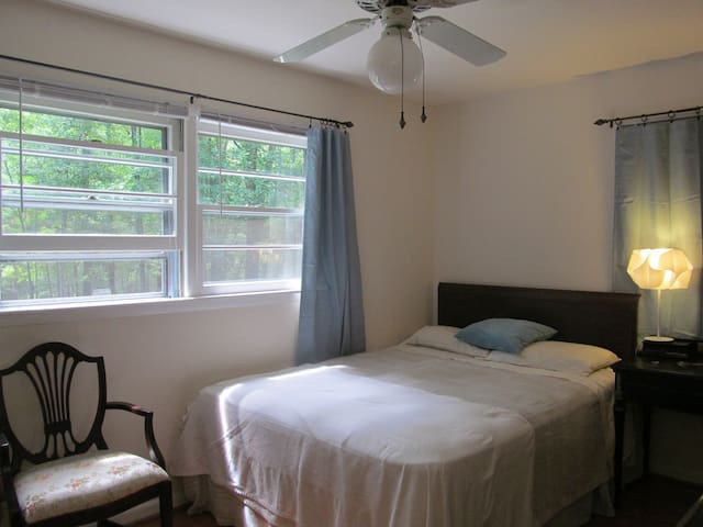 Master suite on the Sewanee campus - Sewanee - House