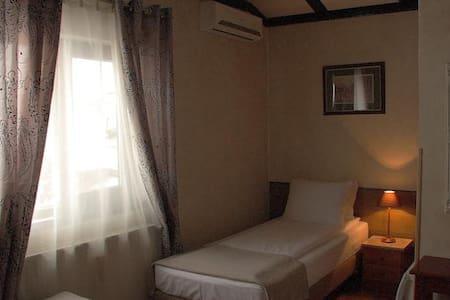 AVALON Rooms Twin bed room - Oradea