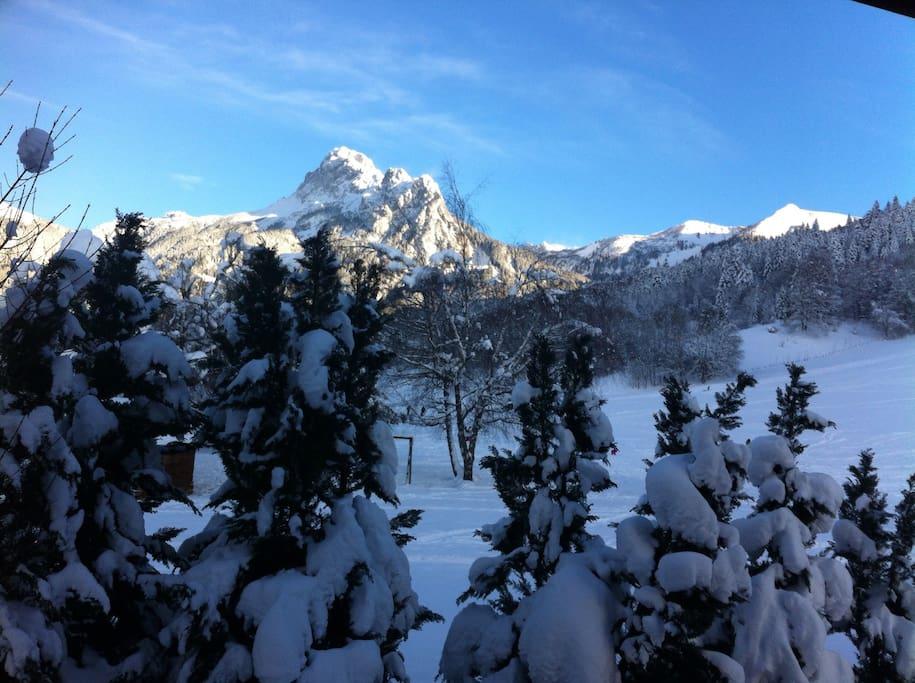 Vue hiver depuis la porte fenêtre ou balcon du séjour