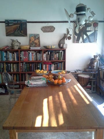 Small, Sunny room in  Northcote
