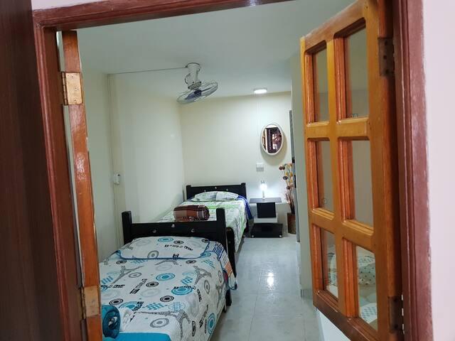 Habitación privada  para dos personas (2 camas )