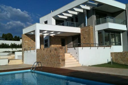 Luxurious villa with a private pool - Σάνη