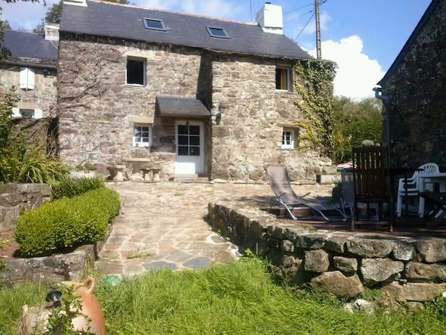 Vieilles pierres entre monts et mer - Pont-de-Buis-lès-Quimerch - Rumah