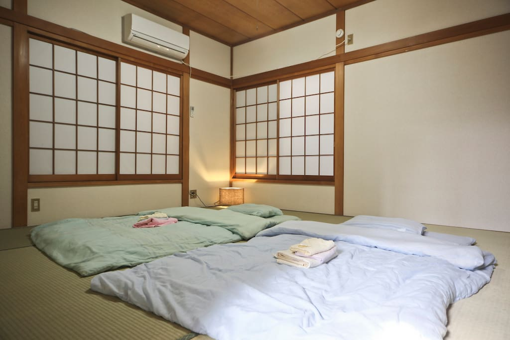 bedroom w/ an aircon