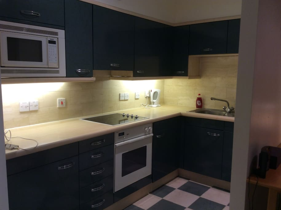 Fully equipped kitchen with microwave, oven, hob, dishwasher, washing machine etc
