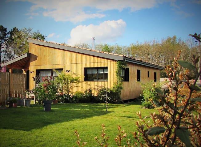Maison en bois en bord de forêt. - Saint Aubin de Médoc - Casa