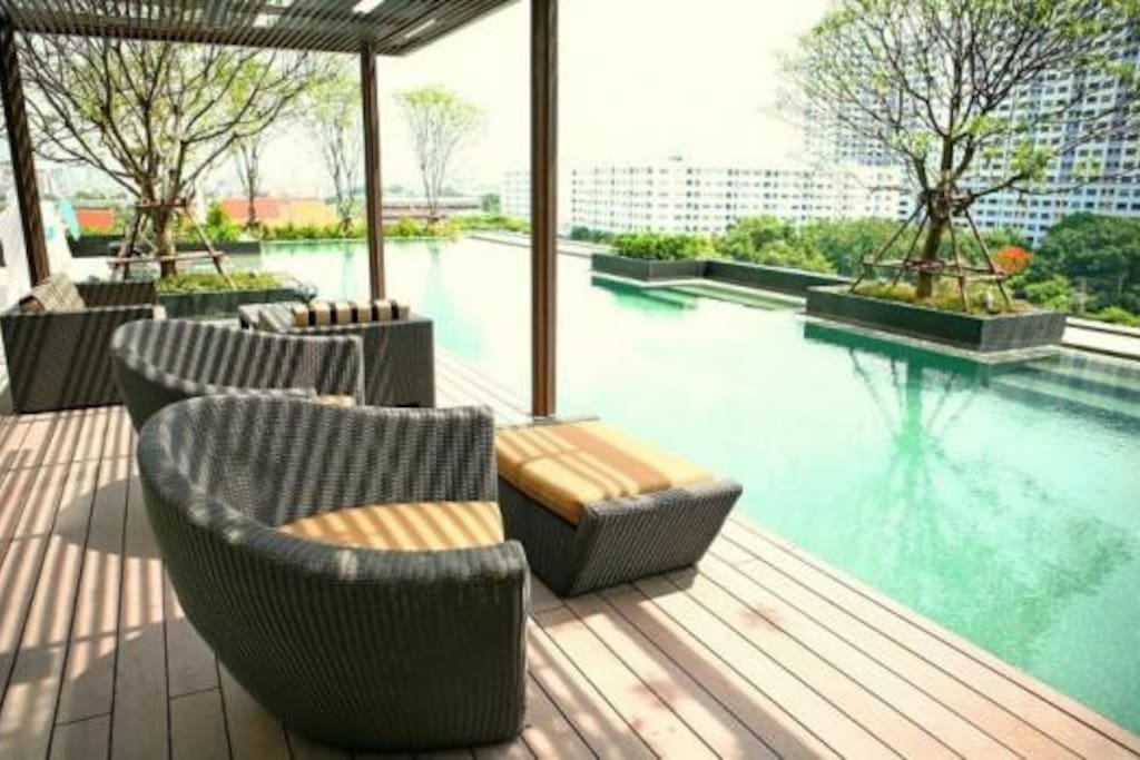 The pool with the view of Bangkok