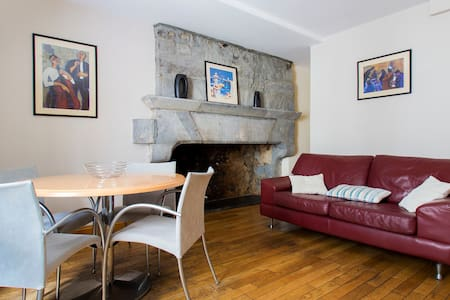 Stay in the heart of Galway, in the bright and spacious 2 bedroom apartment! On a lower level you will find a large self catering kitchen and living area with feature fireplace, with both bedrooms set on top level. Enjoy the best location in Galway!
