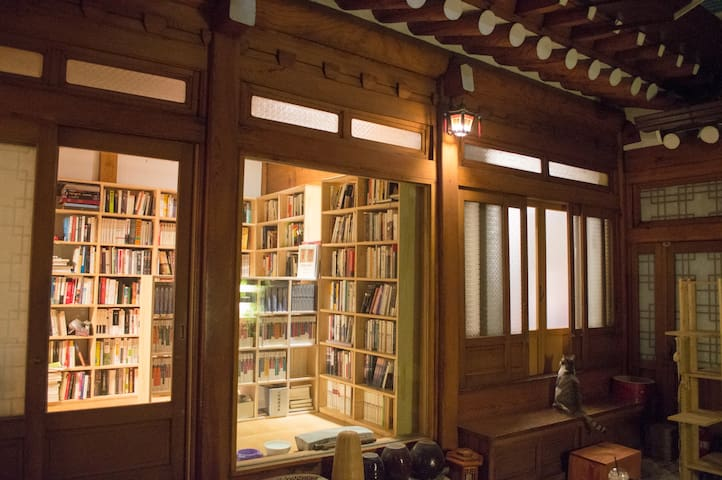 Traditional house with Cats and Books - A