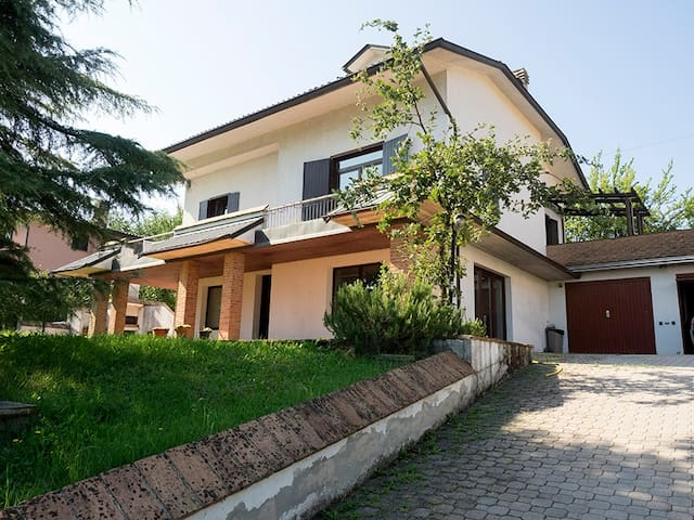 Beautiful Villa on a hill - Traversetolo - Villa