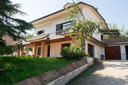 Beautiful Villa on a hill - Traversetolo - Huvila