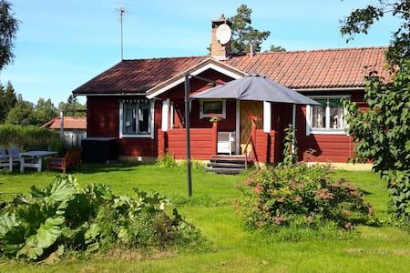 Vi finns i Byn Östanhol i Tällberg - Leksand NV - Rumah