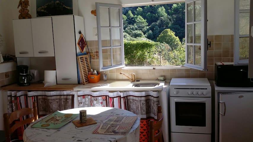 Escale au coeur de la Provence - Signes - Pis