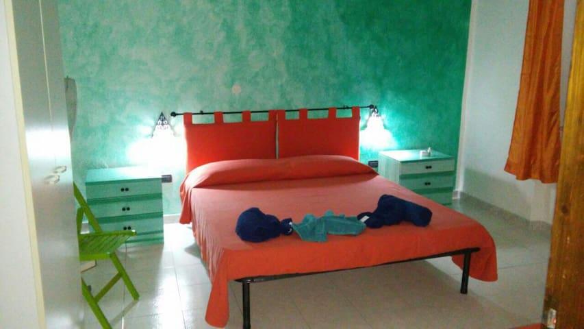 stanza privata no uso cucina - Olbia - Bed & Breakfast