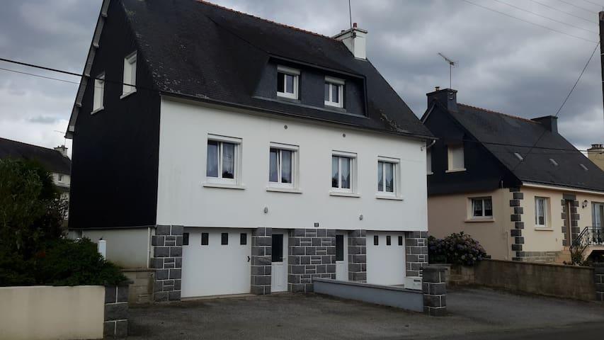 Maison mitoyenne - Plouguernével