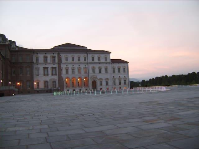 Romantico nido DAVANTI ALLA REGGIA - Venaria Reale - Byt