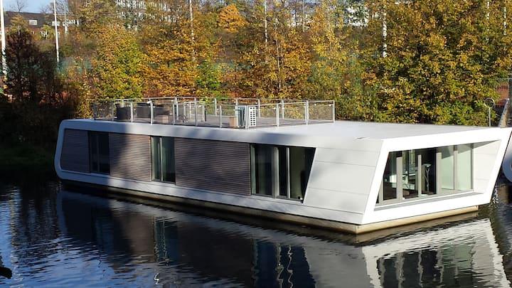 Hausboot Victoriakai-Ufer 3d