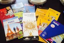 À votre disposition : guides de Paris, plans, informations touristiques, etc. Disponibles dans plusieurs langues