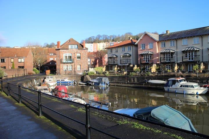 Harbourside Getaway in City Centre with parking - Bristol - Huoneisto