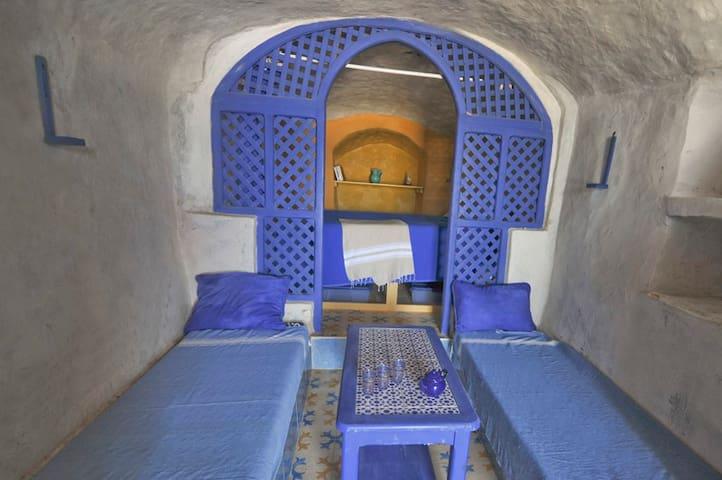 BATO TROGLO, fisherman cave