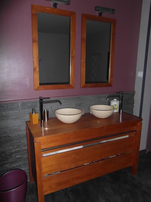 double vasque dans la chambre