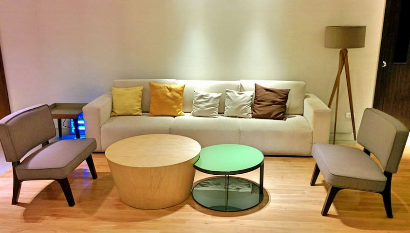 Place near Greenbelt with Parking - Makati - Apartment