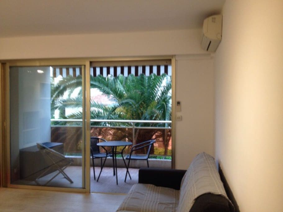 Studio cannes palm beach appartements louer cannes for Location garage cannes palm beach