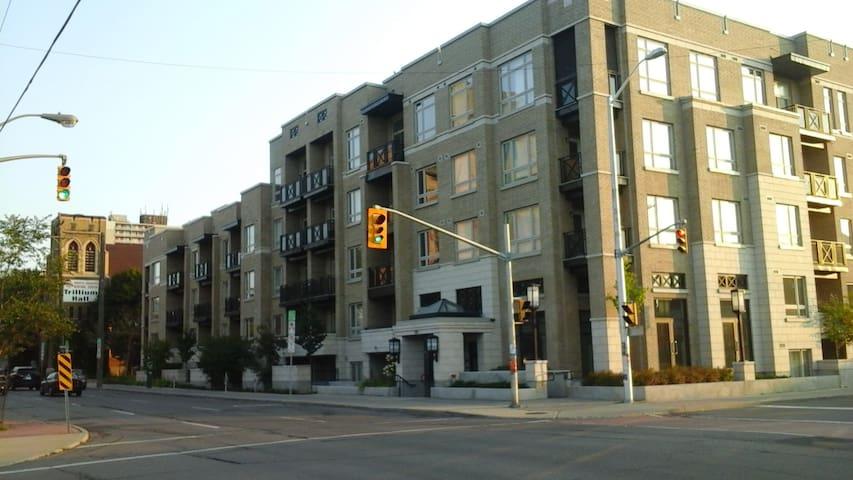 Urban Stylish Flat&Parking Downtown - Ottawa - Lejlighed
