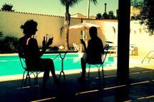bordo piscina perfetto per aperitivi