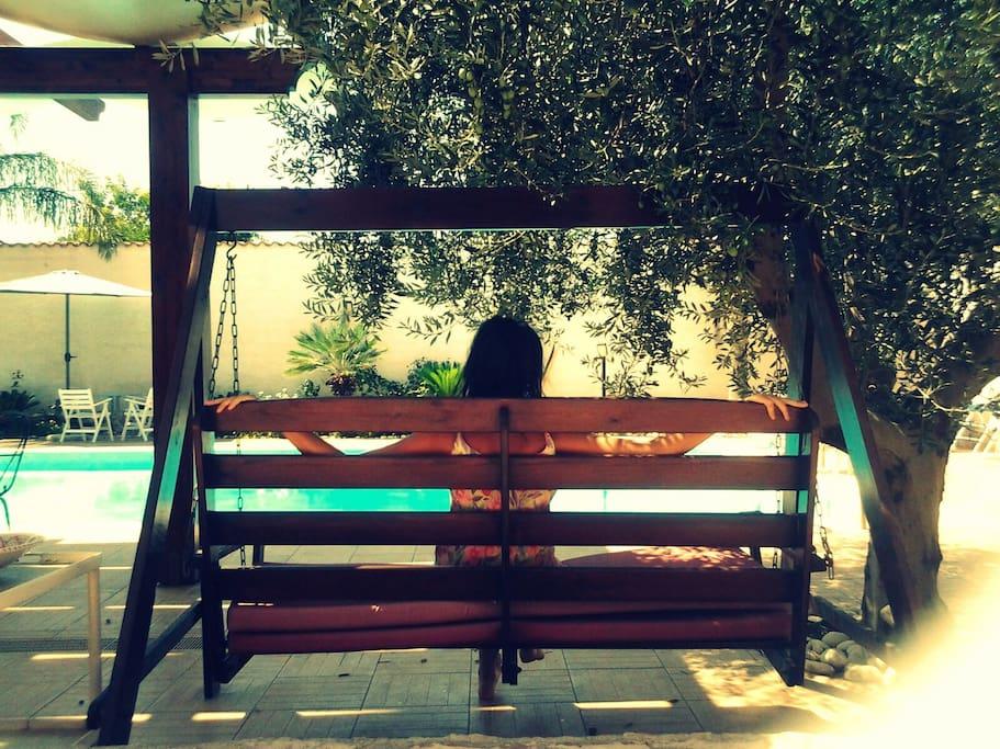 dondolo all'ombra di ulivo.. per un perfetto relax