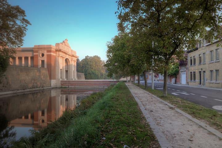 Menin Gate House 2 - Ypres - Talo