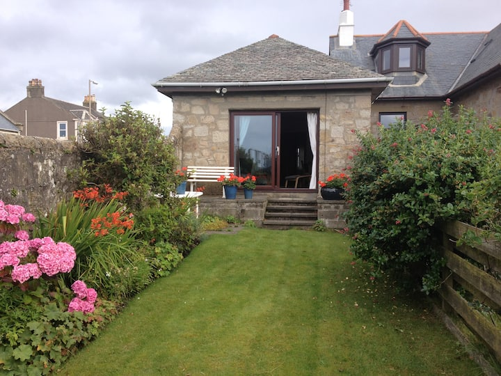 Wee House, 40 South Beach Troon