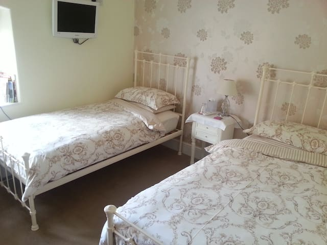 Boutique style B & B in Somerset twin room - Over Stratton