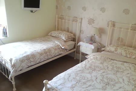 Boutique style B & B in Somerset twin room - Over Stratton - Pousada