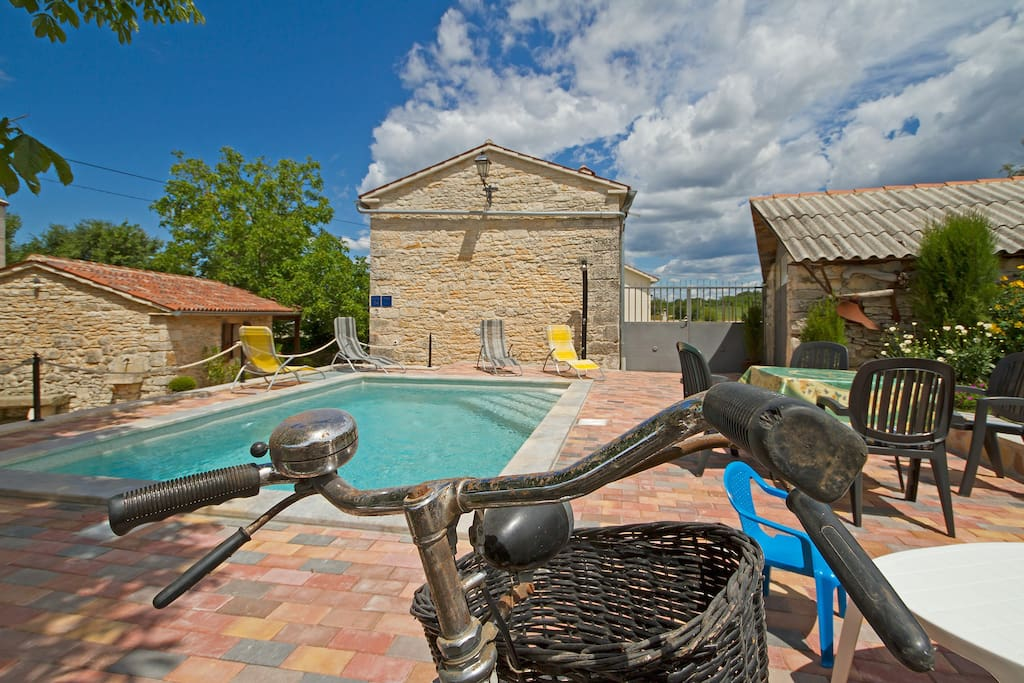 Charming old Istrian house made from stones with pool and vintage bicycles to use