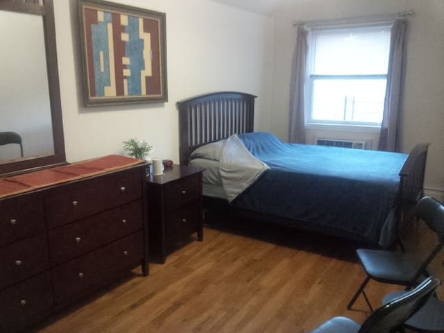 The Big Room in Flushing - Queens - Apartment