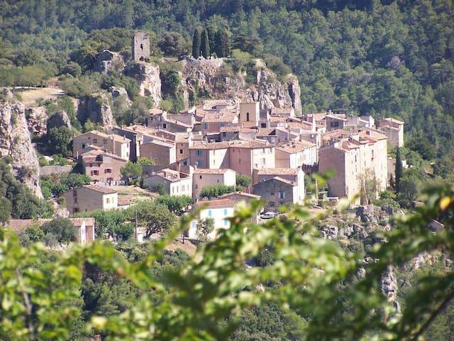 Jolie maison de village provençal - Châteaudouble