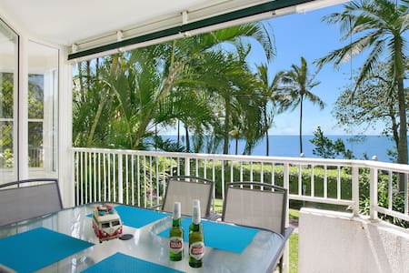 """The Beach House"" 3BR Waterfront Apartment - Trinity Beach"