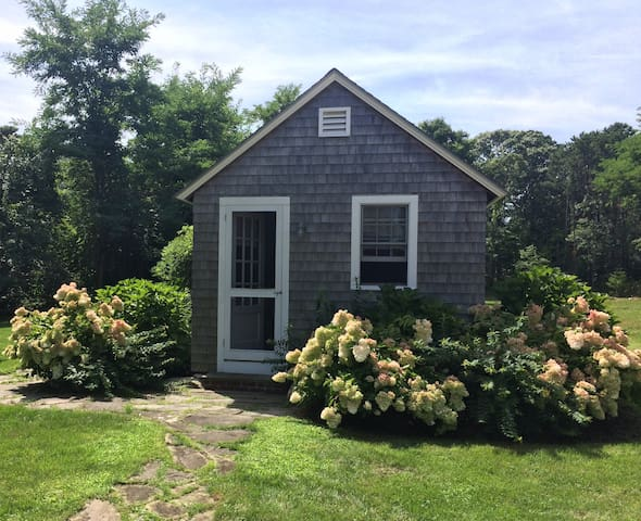 West Chop Cabin + Beach - Vineyard Haven - Cabin