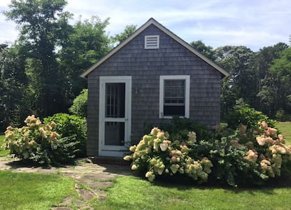 West Chop Cabin + Beach - Vineyard Haven