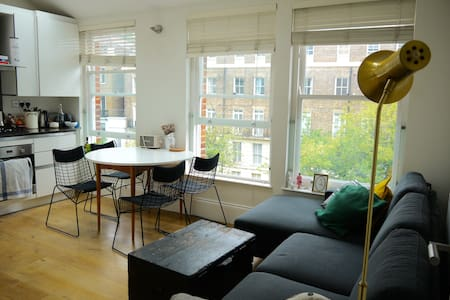 Bright + cosy flat close to station