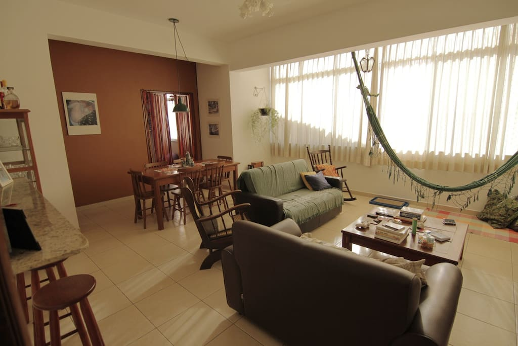 Sala de estar e sala de jantar - Porta de entrada