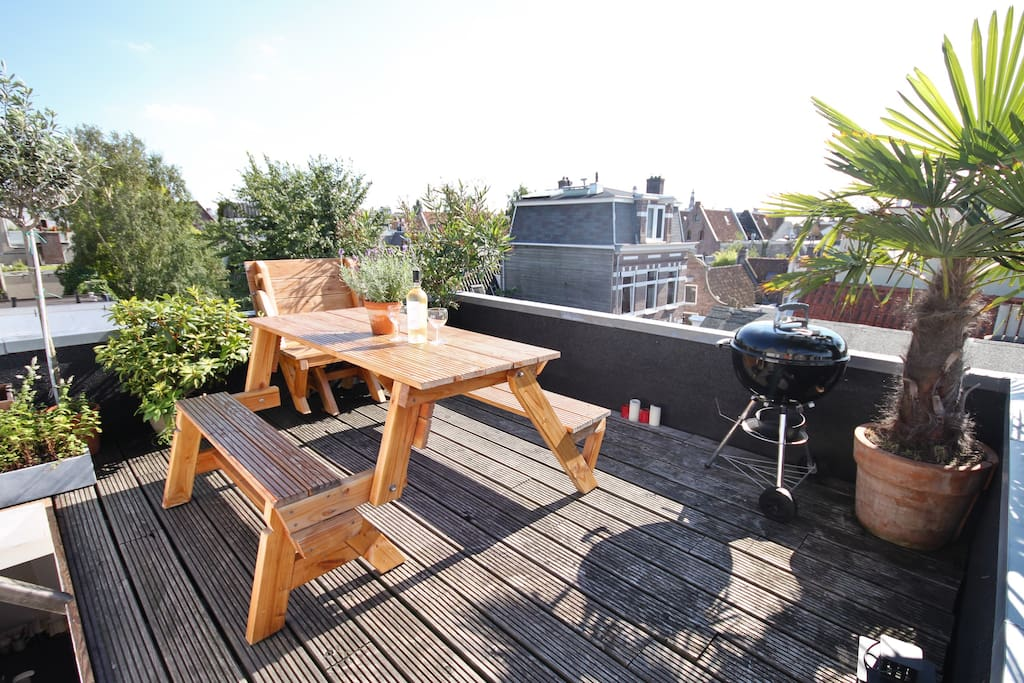 Fantastic roof terrace with view over the entire city!
