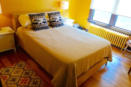 Homey Getaway Packed With Charm - Plainfield - Dům