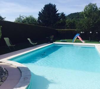 Belle chambre maison avec piscine - Ornans - Hus