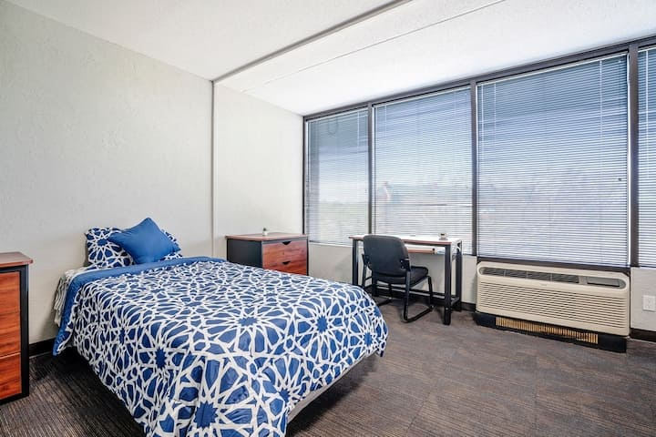 Comfortable and Safe Extended Stay Studio - Edmond