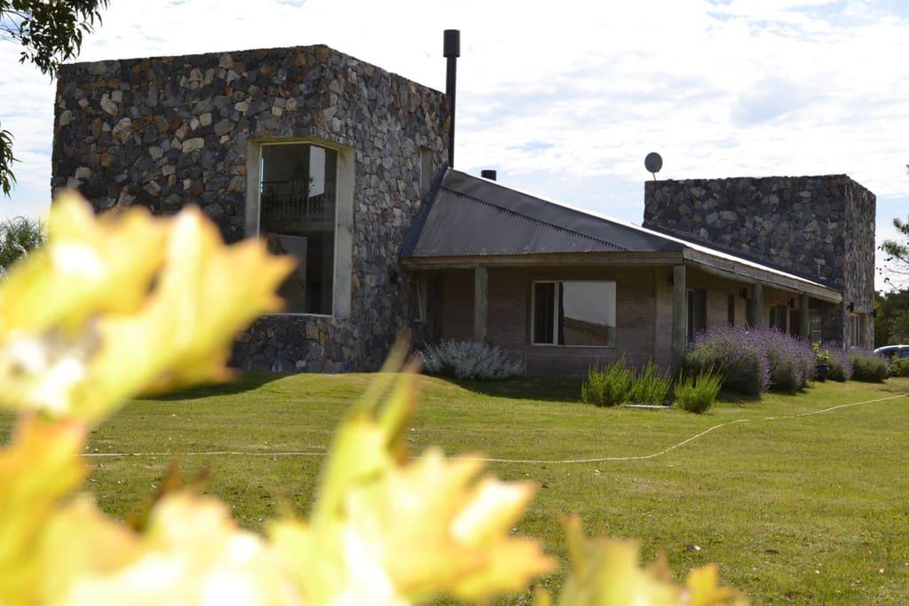 Casa Principal - Vista Lateral